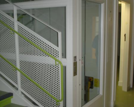 Installation d'un ascenseur privatif à la crèche